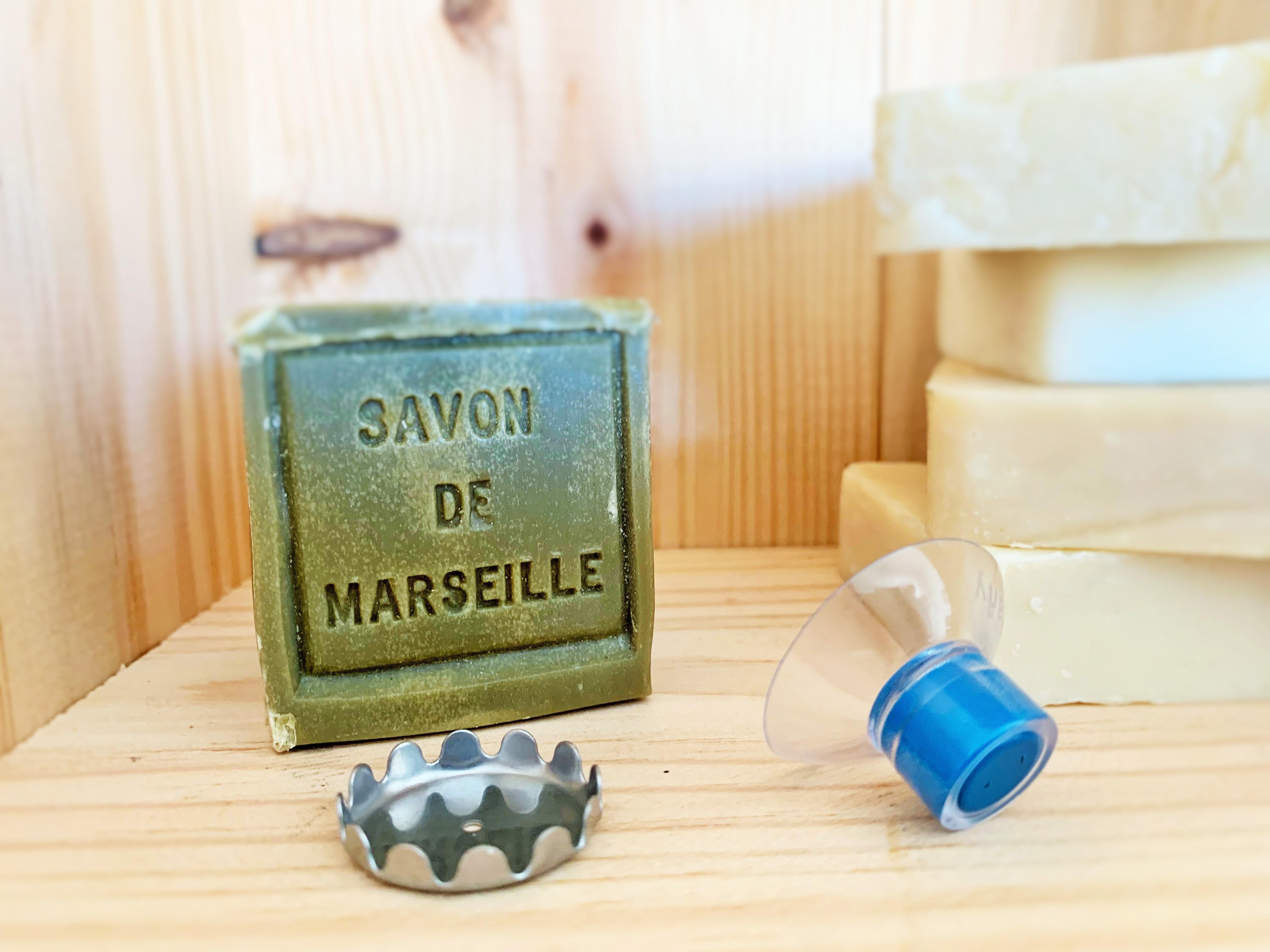 Porte-savon minimaliste. Sobre, design, économique et pratique. Savon de Marseille équipé.