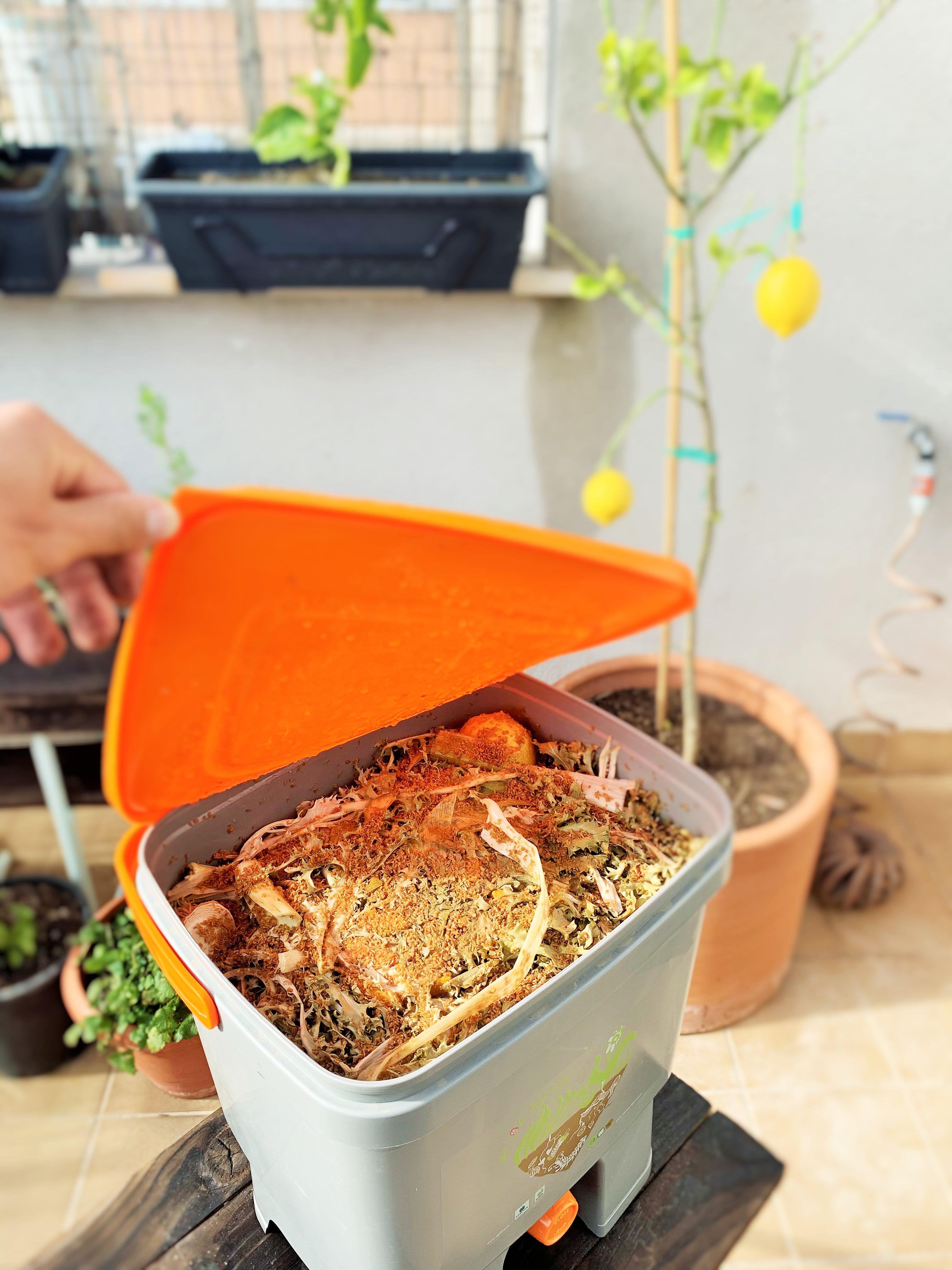 Seau Bokashi. Compostage de cuisine. Les déchets sont une ressource.